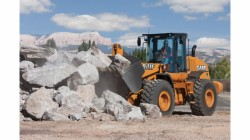 New Case wheeled loader : the 921F Tier 4 Final