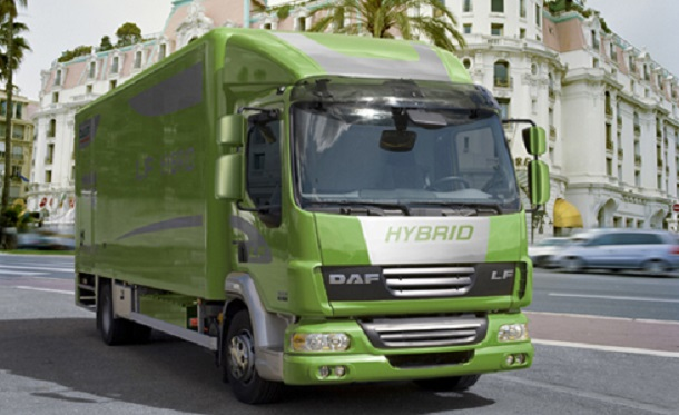 Le DAF LF hybride peut rouler en villeuniquement sur la réserve de la batterie.