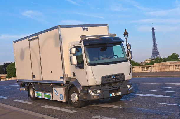 Un Renault Trucks D 100% électrique estactuellement en cours de test à Paris.