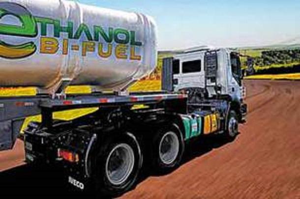 L'Iveco Trakker éthanol-diesel est équipé dedeux réservoirs de carburant séparés.